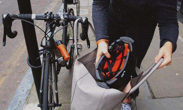 Casco plegable para la biciclet