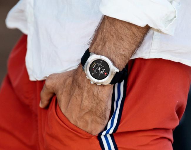 MiKronoz ZeTime, smartwatch con manecillas mecanicas