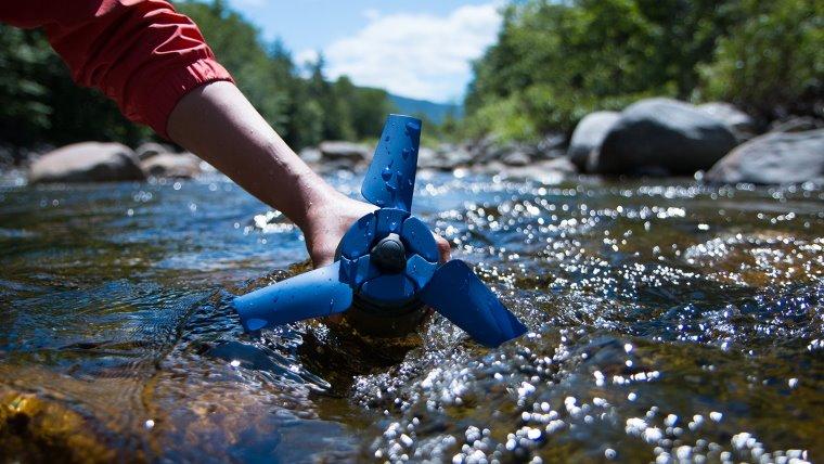 Mini turbina que genera energia mediante el agua