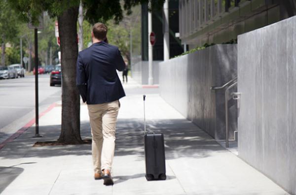 Ovis, la maleta que sigue a su dueño