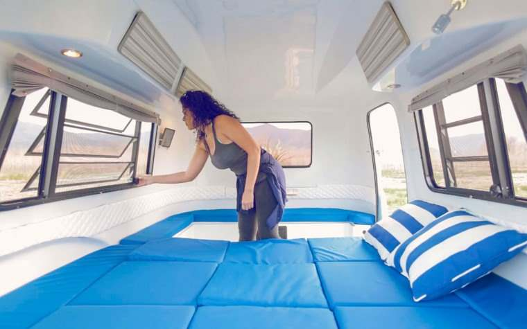 Happier Camper, interior cama