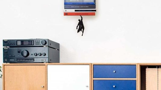 SuperShelf, sujetalibros de superman