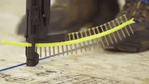Herramienta para colocar clavos y tornillos sin esfuerzo