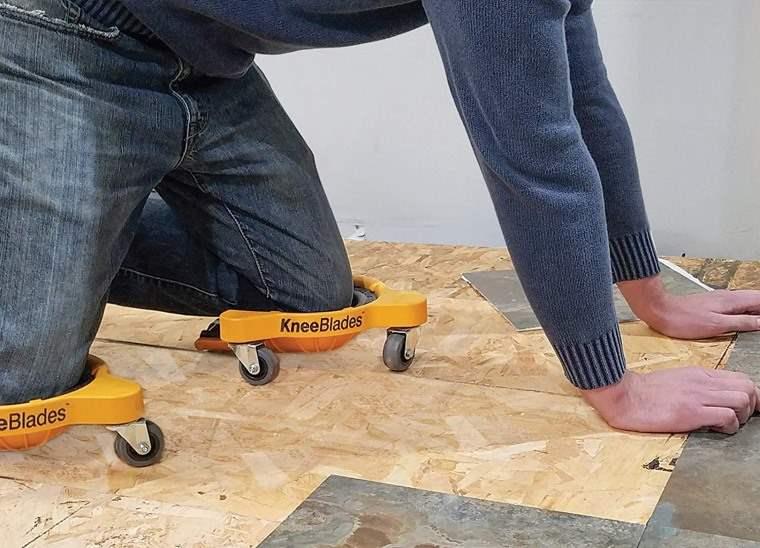 Soporte con ruedas para las rodillas para trabajar agachado